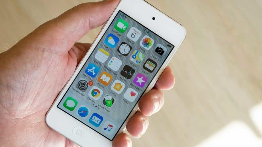 An iPhone virtual home button helps navigation on a handset with a broken home button.