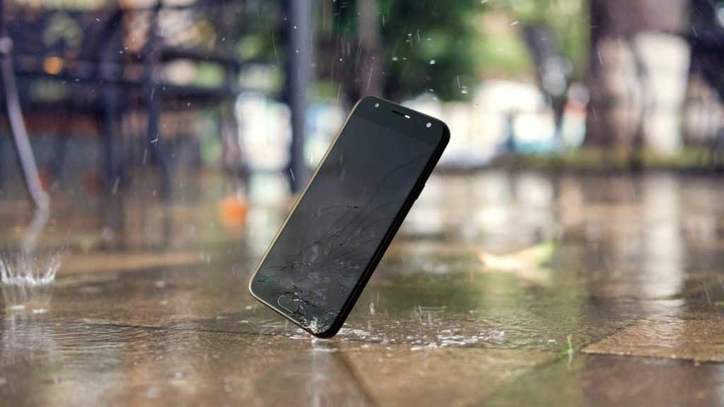 Water damaged phone screen after being dropped in the rain.