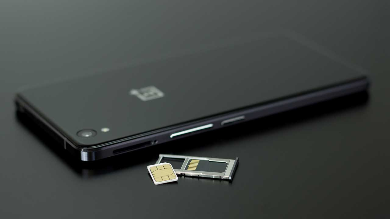 How to unlock a phone from any network image of changing the sim card.