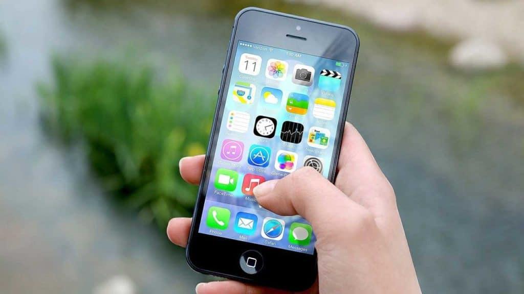 iPhone screen repair Taverham shop service. Change iPhone screen for new glass.