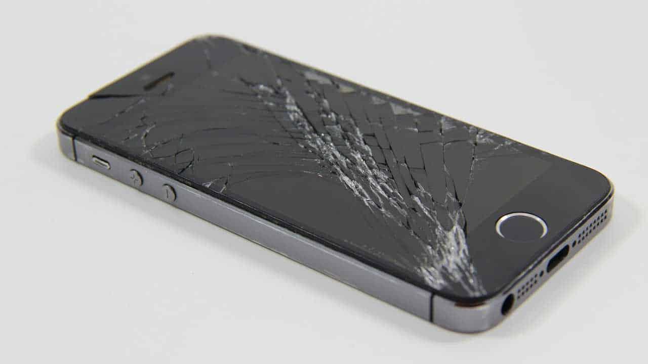 Mobile phone repair Dereham to fix a broken screen.