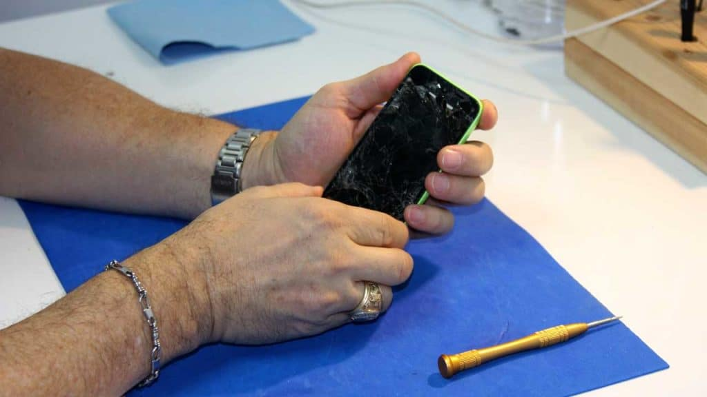 iPhone repair screen replacement change as it is smashed.