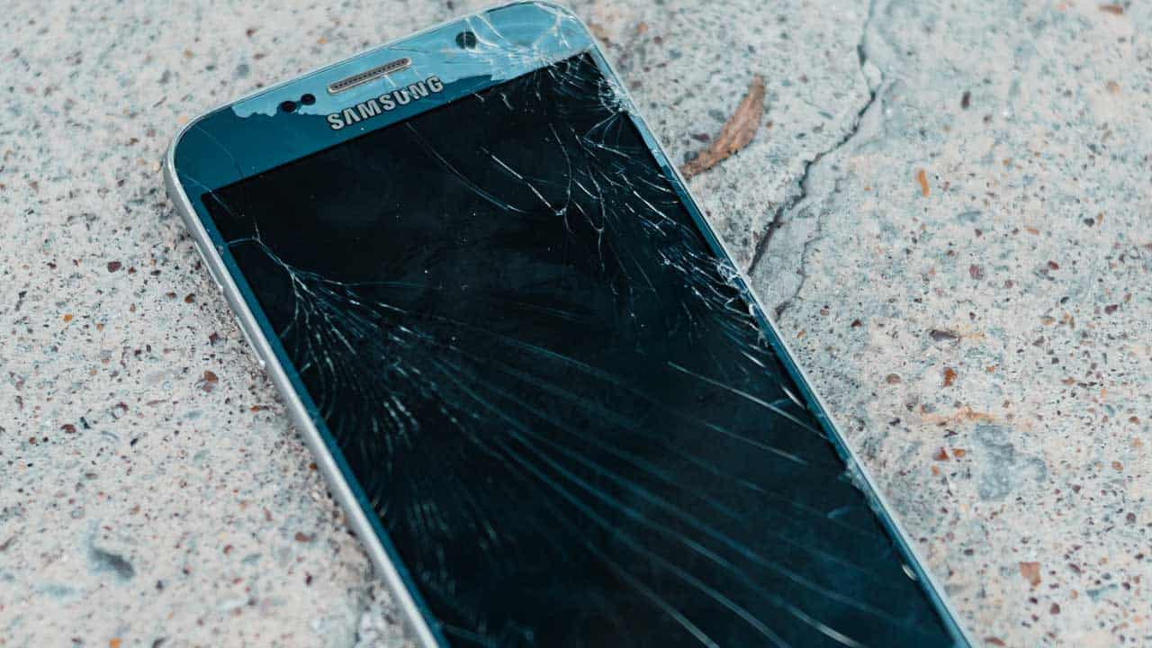 Mobile phone repair Cromer to change a broken screen that needs a new one.