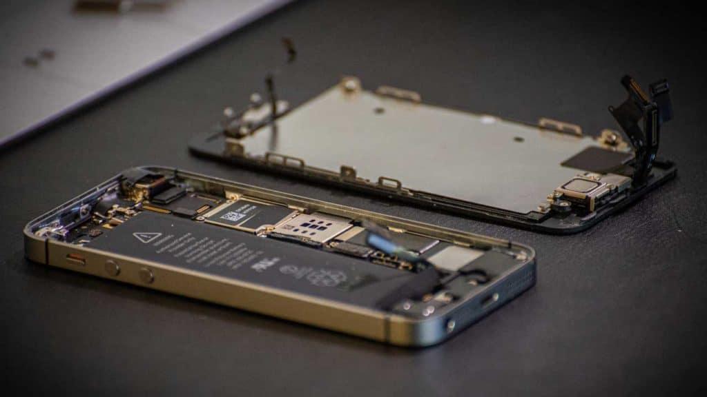 Mobile phone repair Dersingham screen replacement job in our shop.