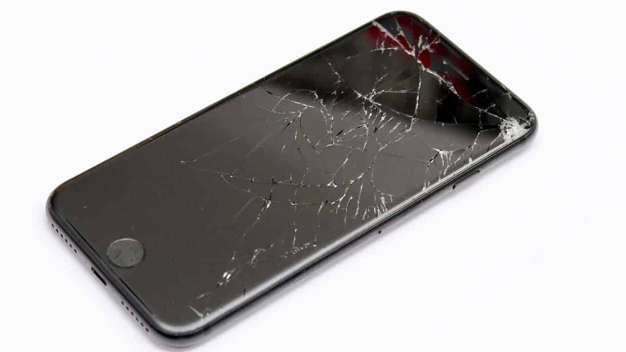 An iPhone repair Lincoln screen replacement job to replace smashed glass.