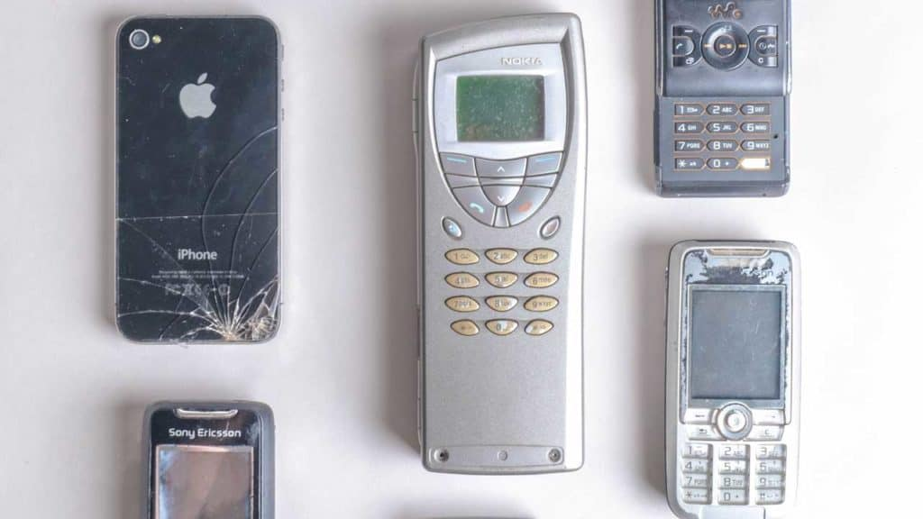 A number of broken old phones that are slowing down and are therefore now unusable.